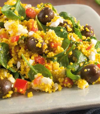 Hirsesalat mit Spinat, Oliven und Feta