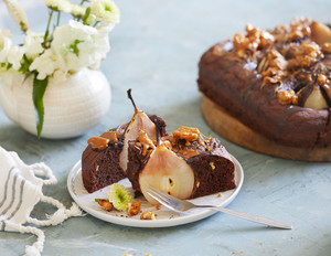 Schoko-Birnenkuchen mit Walnüssen