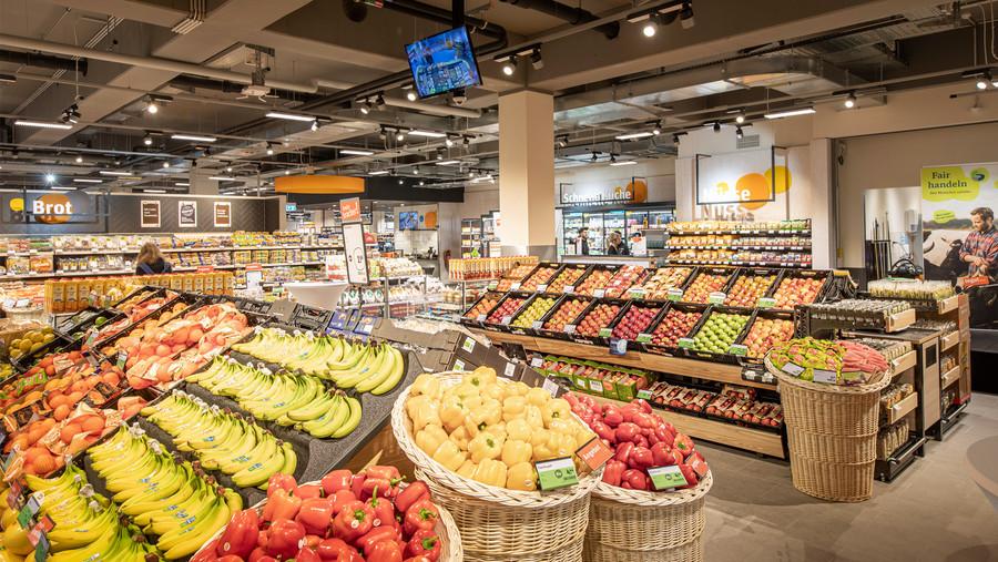 Obst- und Gemüseabteilung in einem tegut... Markt
