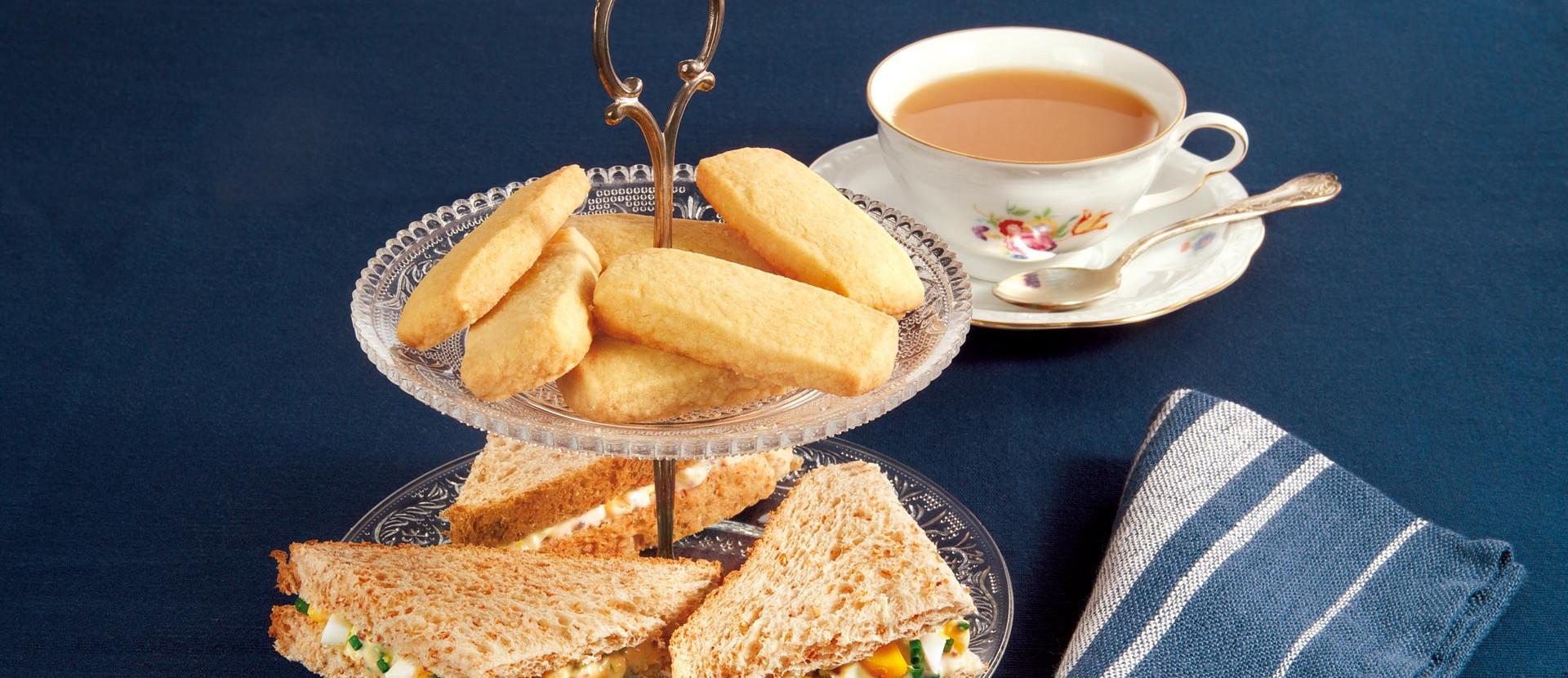 Five o clock Tee mit Shortbread und Sandwiches