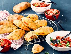 Empanadas mit Mett-Paprika-Füllung