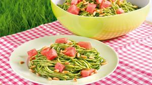 Pesto Spaghettisalat mit Wassermelone