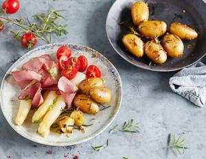 Spargel mit Pastrami und Rosmarin-Kartoffeln