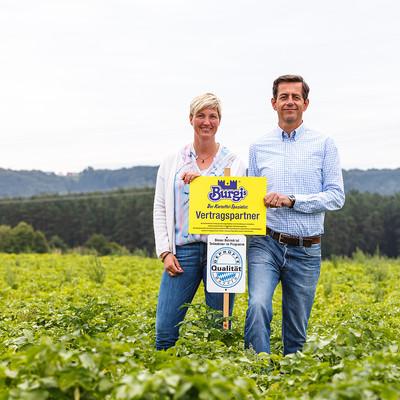 Geschäftsleitung von Burgis auf Kartoffelfeld