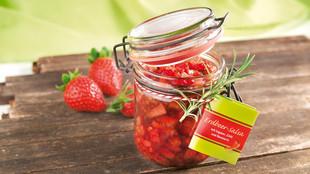 Erdbeer Salsa mit Ingwer Chili und Rosmarin