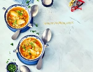 Buchstabensuppe mit Grießklößchen