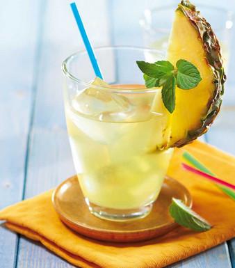 Kokoswasser-Ananas-Drink