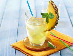 Kokoswasser-Ananas- Drink