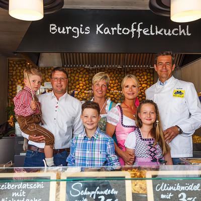 Familie in Wagen Kartoffelkuchl