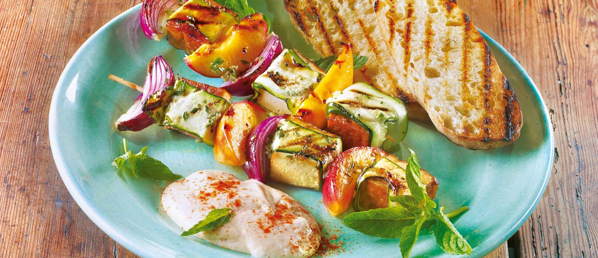 Pfirsich-Gemüse-Tofu-Spieße