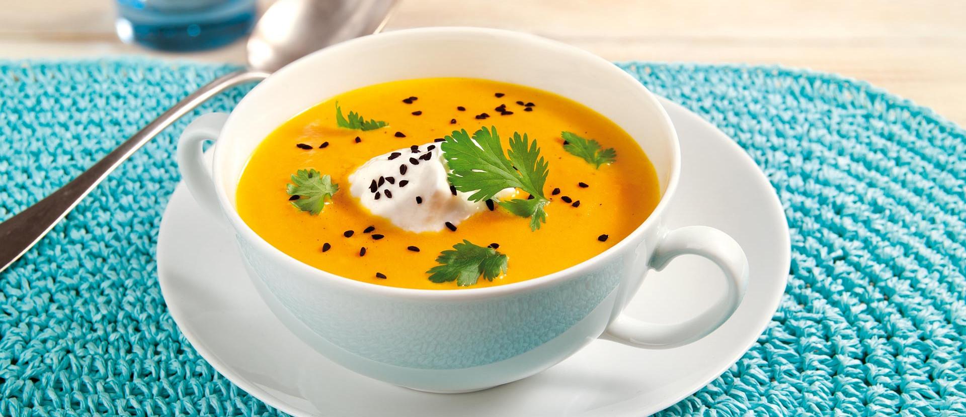 Lauwarmes Möhrensüppchen mit Joghurt