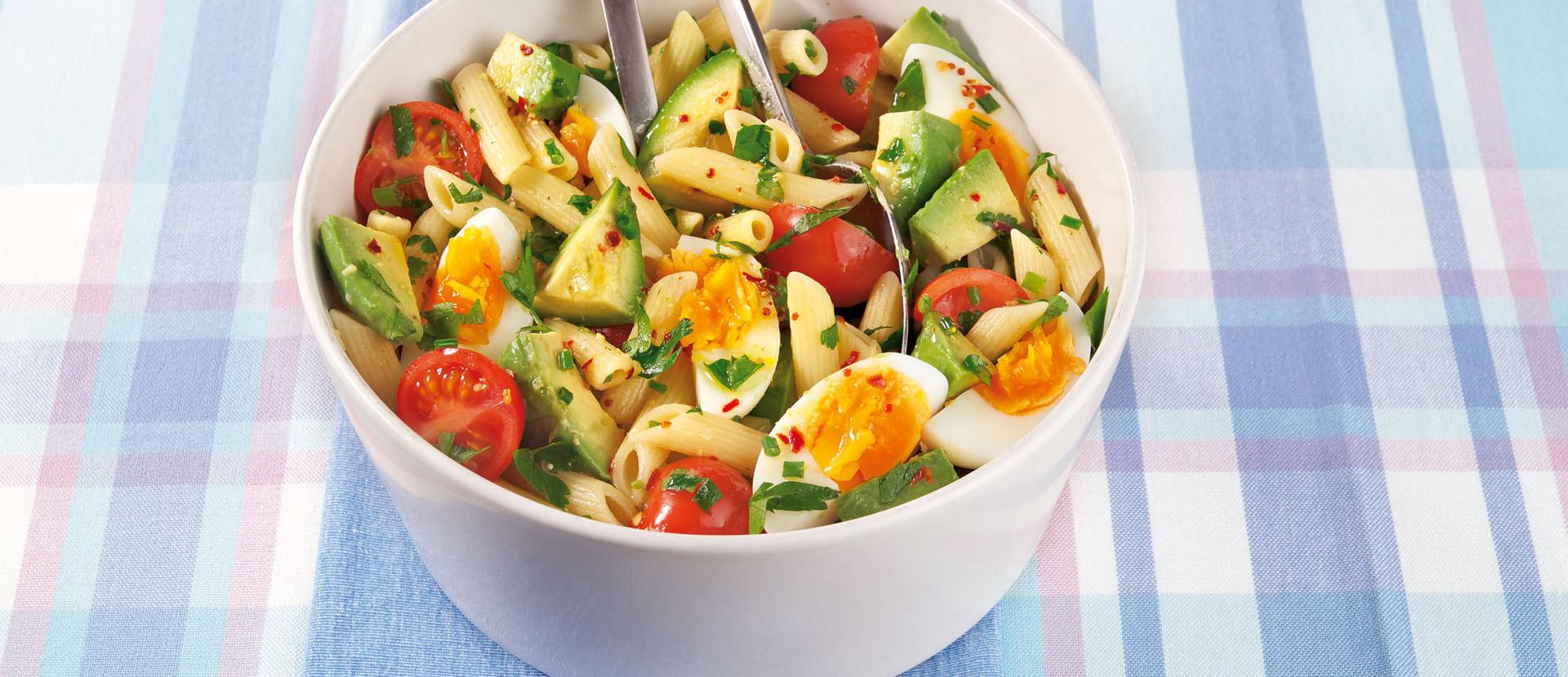 Avocado Nudelsalat Fruehlingskraeuter Ei