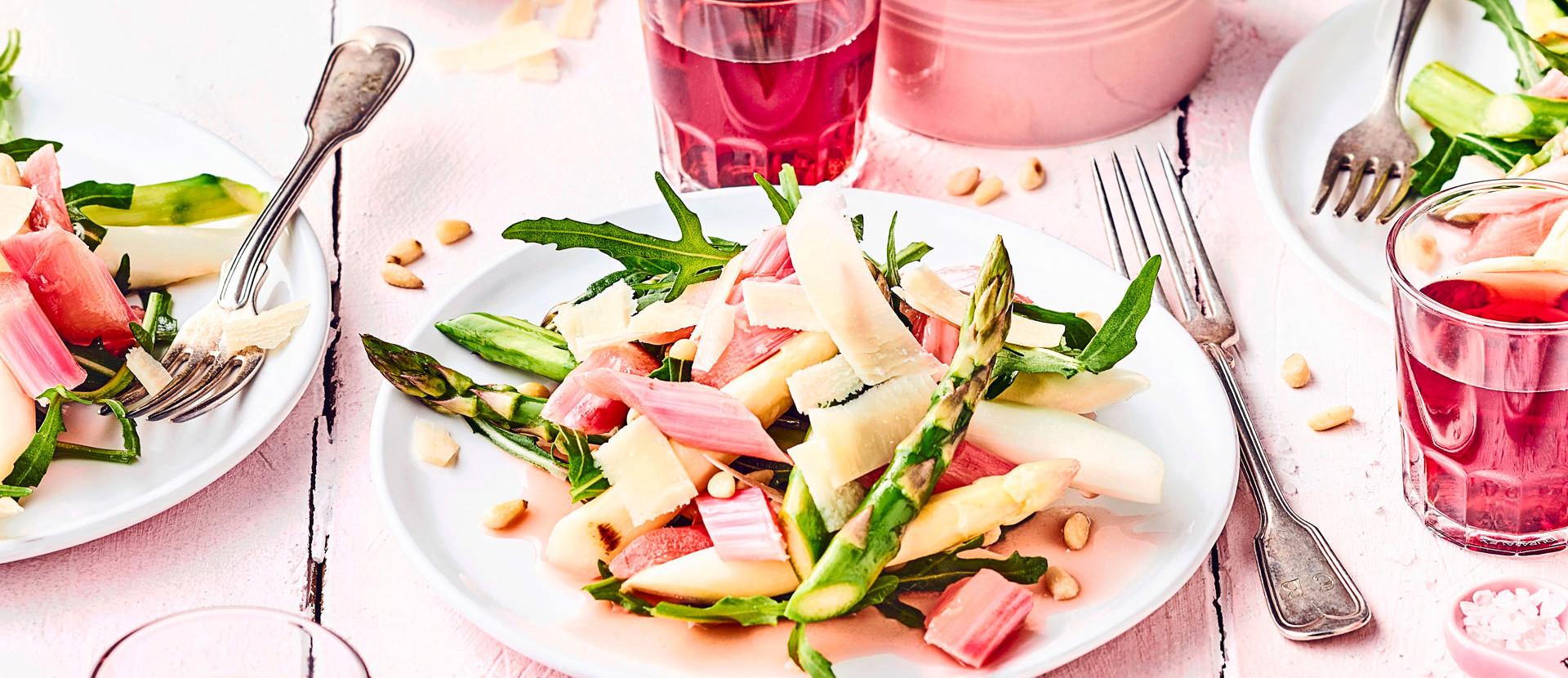 Spargelsalat mit Rucola und Rhabarber-Vinaigrette