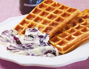 Frühstückswaffeln mit Heidelbeer-Ricotta-Creme