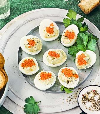 Ei gefuellte Eier Toast Petersilie Glaeser Gewuerze