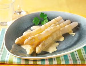 Weißer Spargel mit pikanter Vanille-Hollandaise