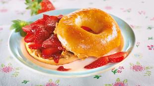 Erdbeer Bagel mit Erdnussbutter
