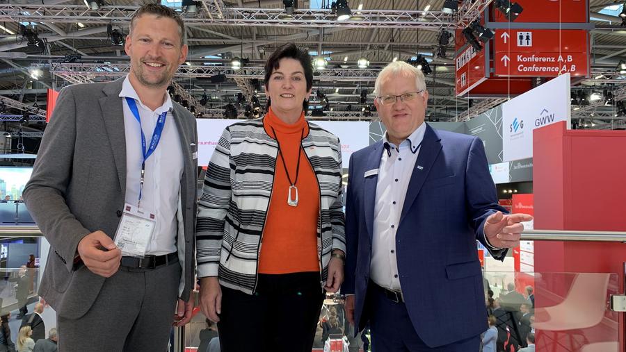 Roland Stöcklin, Geschäftsführer SEG Wiesbaden mbH, Martina Becker, Leitung tegut… Expansion Mitte, und Andreas Guntrum, Geschäftsführer SEG Wiesbaden mbH, auf der EXPO REAL in München
