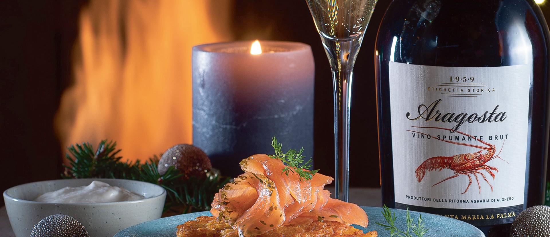 Kerze, Wildkräuter-Lachs und eine Flasche Champagner