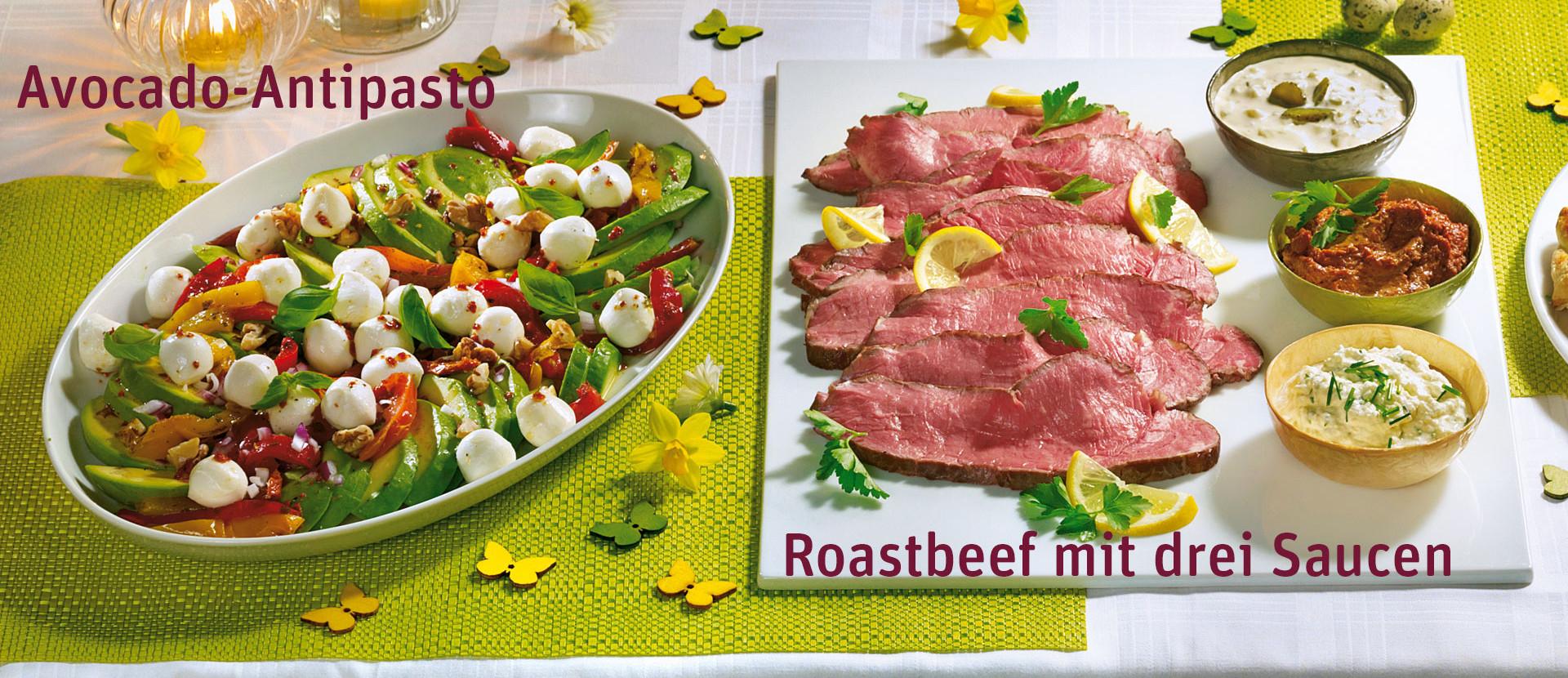 Avocado Antipasto und Roasbeef mit drei Saucen auf einem Tisch
