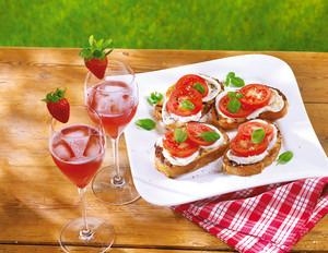 Pink-Prosecco mit Erdbeere und Röstbrot
