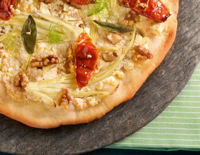 Fenchelpizza mit Walnuessen