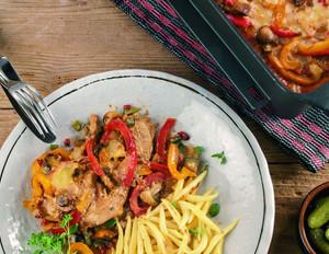 Ofenschnitzel mit Schinken, Paprika und Käse