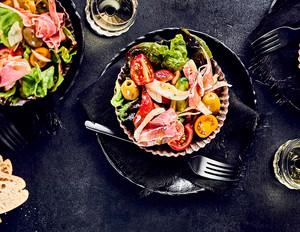 Italienischer Salat mit Antipasti