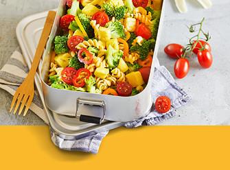 Ernährung Nudelauflauf mit Tomaten und Brokkoli