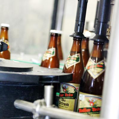 Etikettiermaschine für Bierflaschen