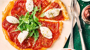 Tomaten Tarte Tatin Rucola Ziegenfrischkaese