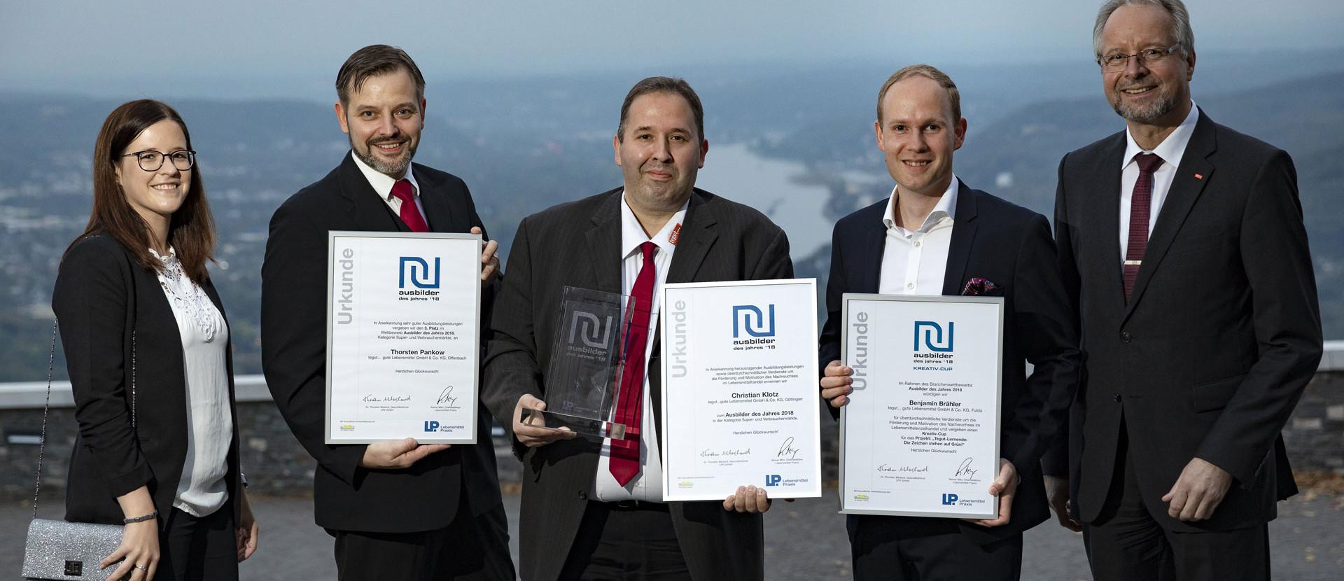 Preisträger des Ausbilder des Jahres 2018 mit Urkunden
