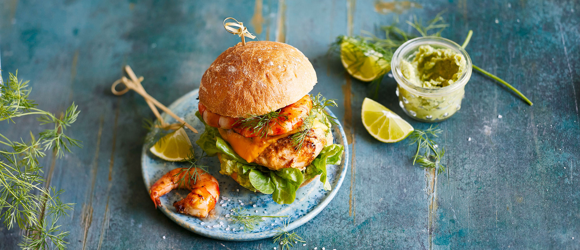 Surf and Turf Burger mit Avocadocreme