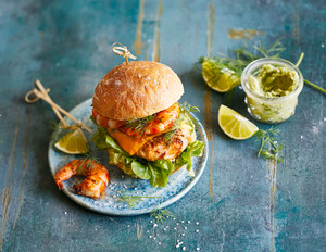 Surf- & Turf-Burger mit Avocadocreme
