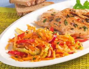 Möhren-Ingwer-Salat zu Grillsteaks