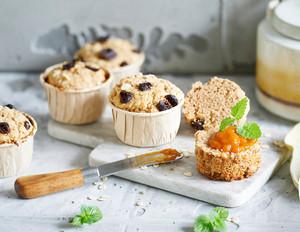 Schnelle Frühstücks-Muffins mit Sanddorn-Orangen Aufstrich