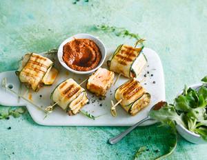 Lachspäckchen mit Zucchini und Pesto