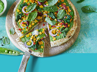 Ernährung Pizza auf einem Brett