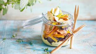 Geflügelsalat mit Curry und Ei