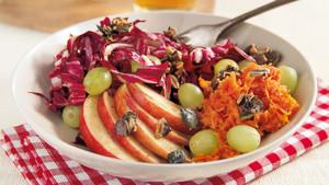 Herbstsalat mit Bio Moehren und Kuerbiskernen
