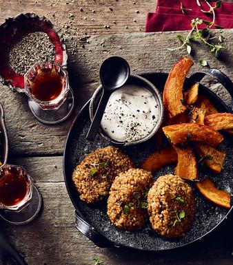 Bulgur-Köfte mit Ofenkürbis und Knoblauch-Dip