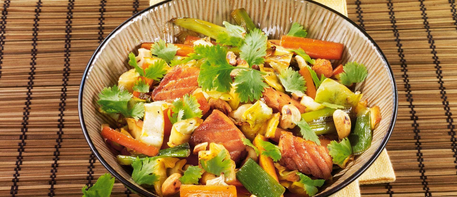 Wokgemüse mit Lachs