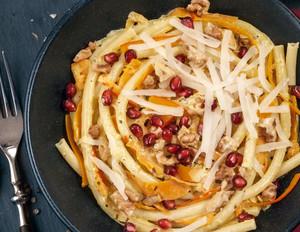 Pasta mit Kürbis, Walnüssen und Granatapfel