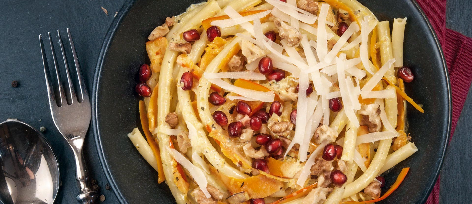 Pasta mit Kürbis,Walnüssen & Granatapfel