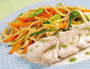 Kabeljau mit Wasabi und Gemüsenudeln