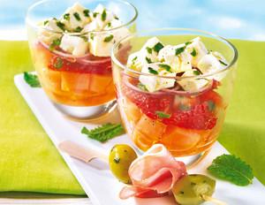 Oliven-Spieße mit Melonensalat