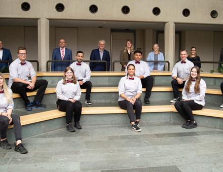 Gruppenfoto der neuen Handelsfachwirte bei tegut...
