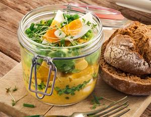 Avocado-Eiersalat mit fruchtiger Currycreme