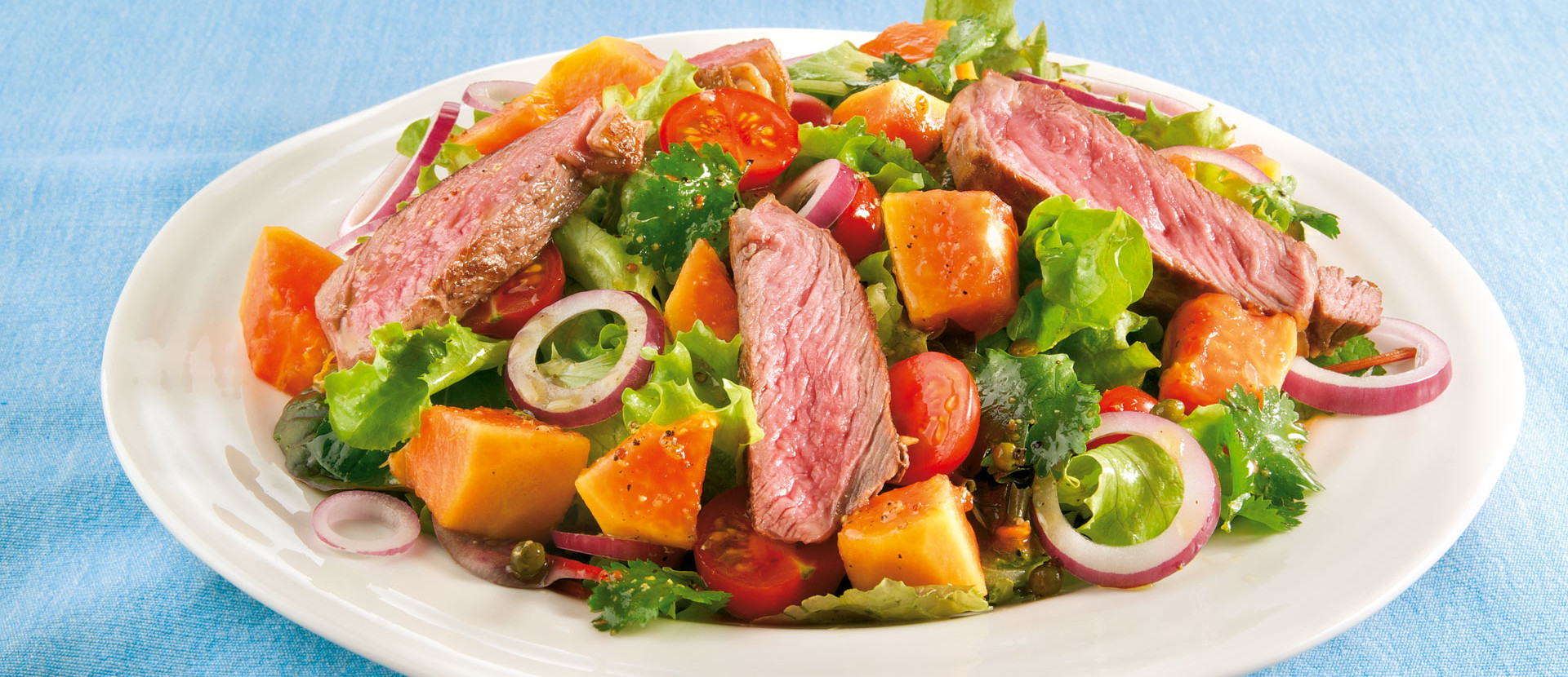 Papaya Steaksalat mit Honig Limettendressing