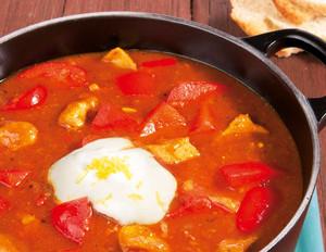 Paprika-Gulaschsuppe mit Peperoni